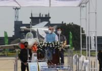 रक्षा मंत्री ने कहा राफेल का वायु सेना में शामिल होना भारत की सम्प्रभुता को चुनौती देने वालों को एक सख्त संदेश