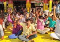 रामसनेहीघाट तहसील की ग्राम सभा सिल्हौर में धान क्रय केंद्र की मांग को लेकर भा0 कि0 यू0 का धरना प्रदर्शन जारी