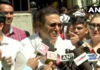 गोविंदा ने पत्नी सुनीता के साथ किया मतदान