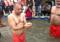 वसंत पंचमी पर मुख्यमंत्री योगी आदित्यनाथ ने संगम में डुबकी लगाई
