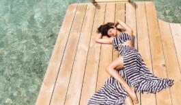 बॉलीवुड अभिनेत्री मौनी रॉय ने शेयर की अपनी तस्वीरें हो रही वाइरल